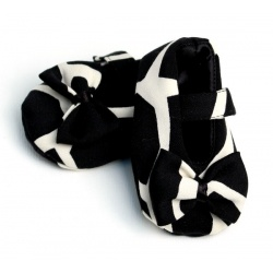 black_giraffe_baby_shoe_with_bow