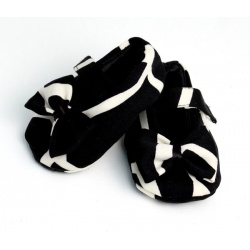 black_giraffe_baby_shoe_with_bow2