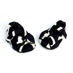 black_giraffe_baby_shoe_with_bow4